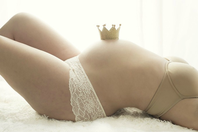 I never thought I would do a maternity photo shoot, but a difficult pregnancy changed my mind about maternity pictures.