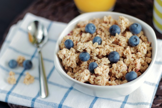 Hidden Veggie Oatmeal with blueberries and granola