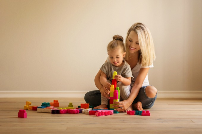 Jessica and Sophie playing with blocks