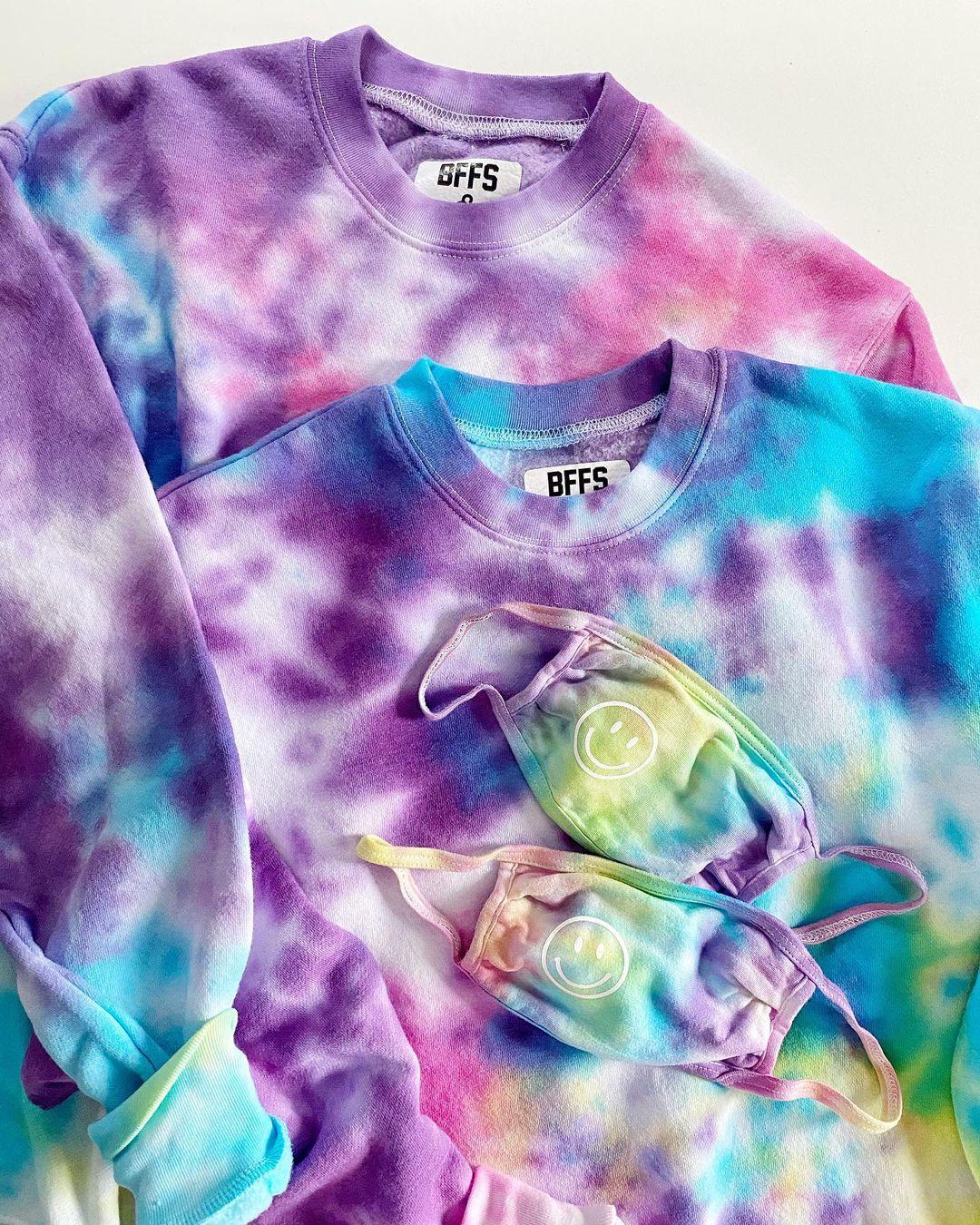 tie-dye sweatshirts